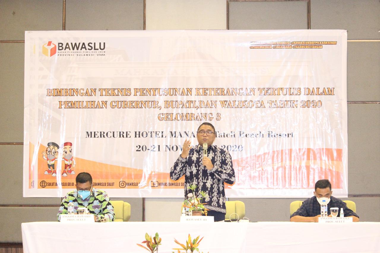 Kungker ke Sulut, Pimpinan RI Siregar Bekali Panwaslucam Dalam Bimtek Penyusunan Keterangan Tertulis di Mercure Hotel Manado